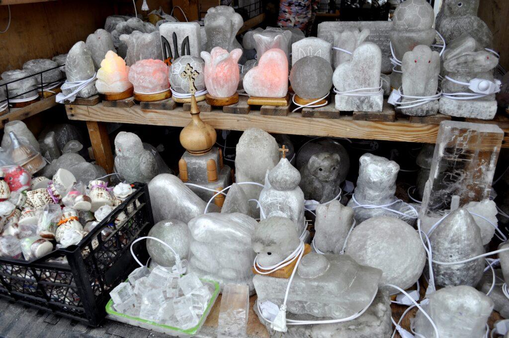 Суфеніри з солі, які продають у місті