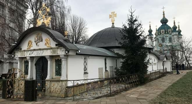 Музей історії України вимагає знести самопобудовану каплицю на своїй території