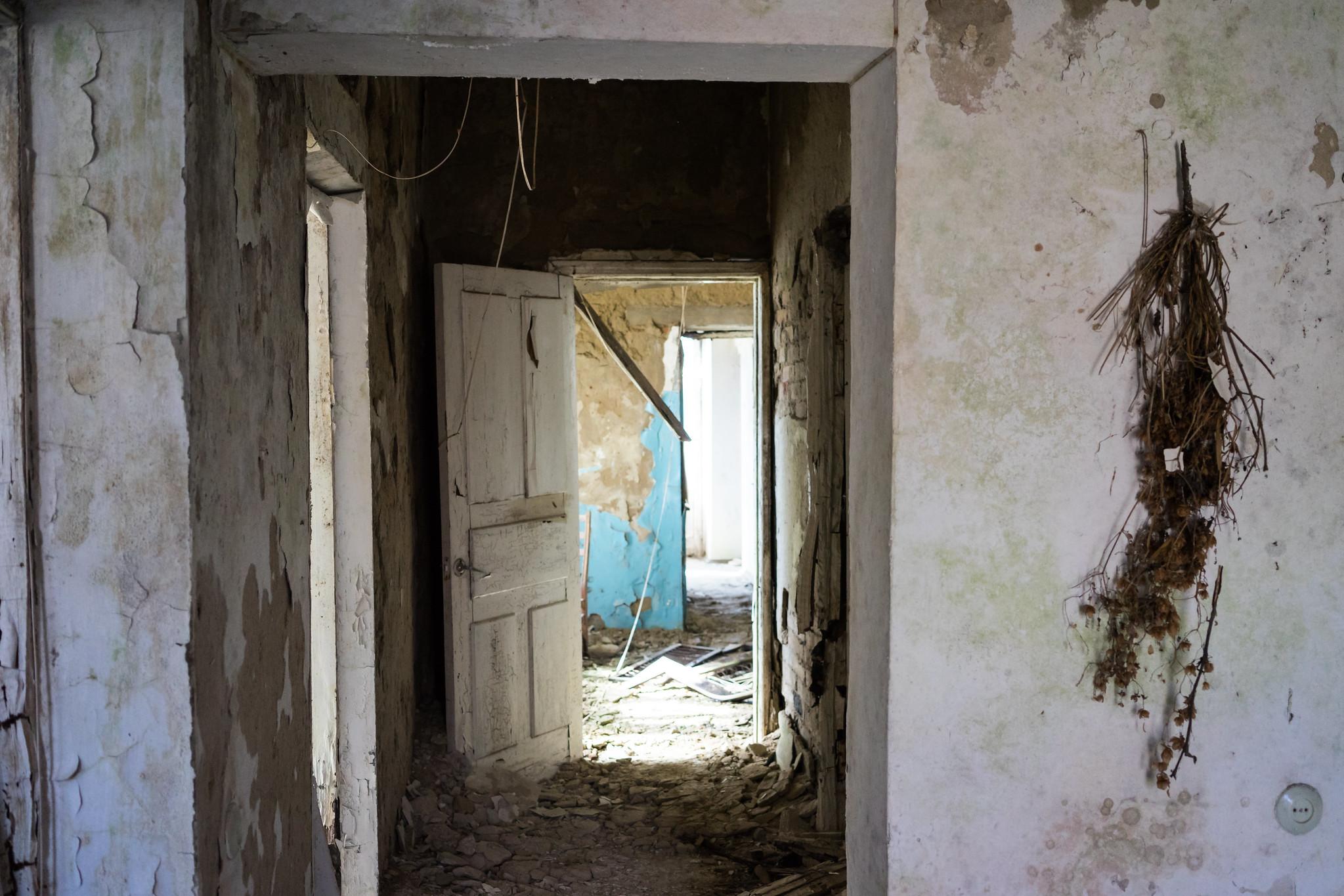 Сучасні «інтер'єри» кримського будинку. Фото: Наталка Дяченко