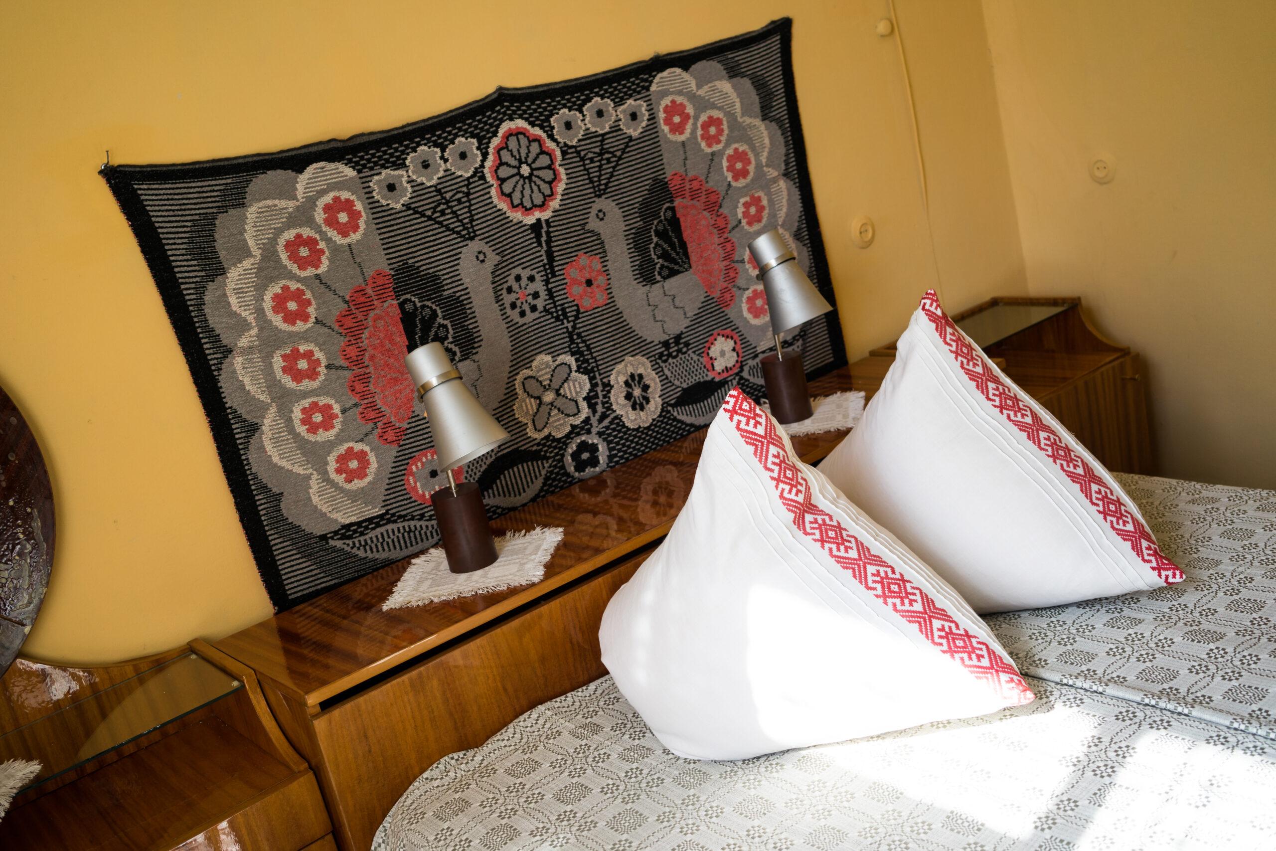 Спальня в будинку Рівненської області. Фото: Наталка Дяченко