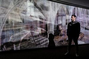 Поки музеї закриті: у лондонському переході відкрили інсталяцію