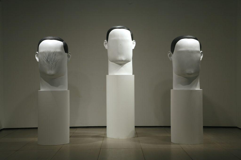 Inbai Kim Deller hon Dainy (3 Portraits) (2007). ©Sigg Collection, Mauensee
