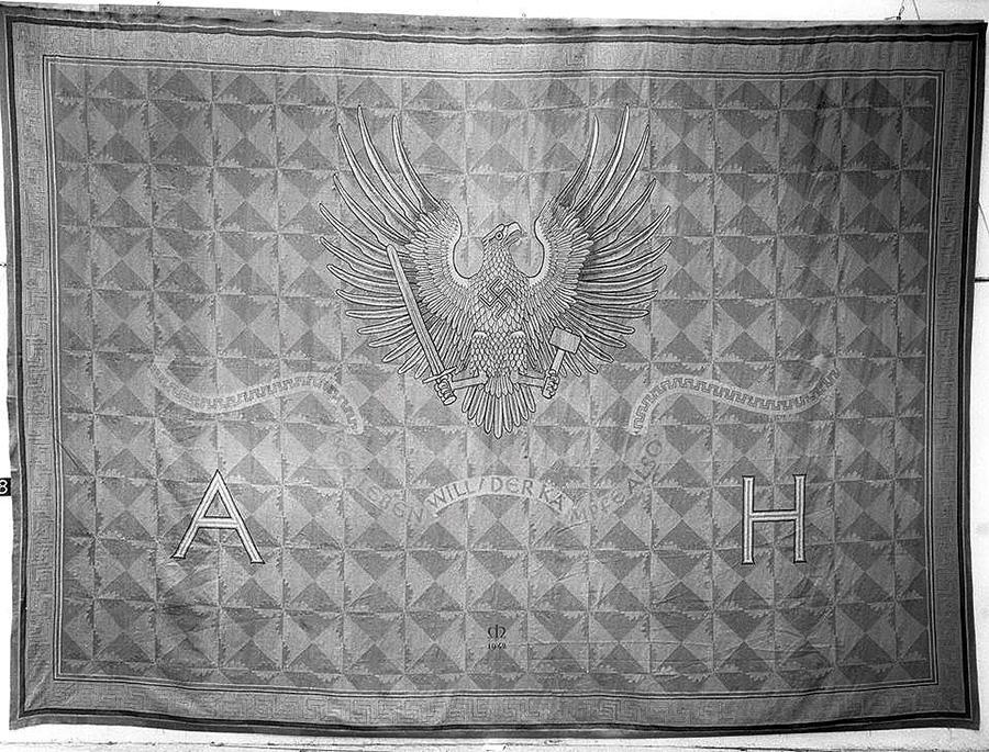 Килим, витканий золотом жертв нацистів, знайшли в Луврі