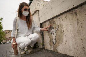 Ватикан використав роботу вуличної художниці без її дозволу