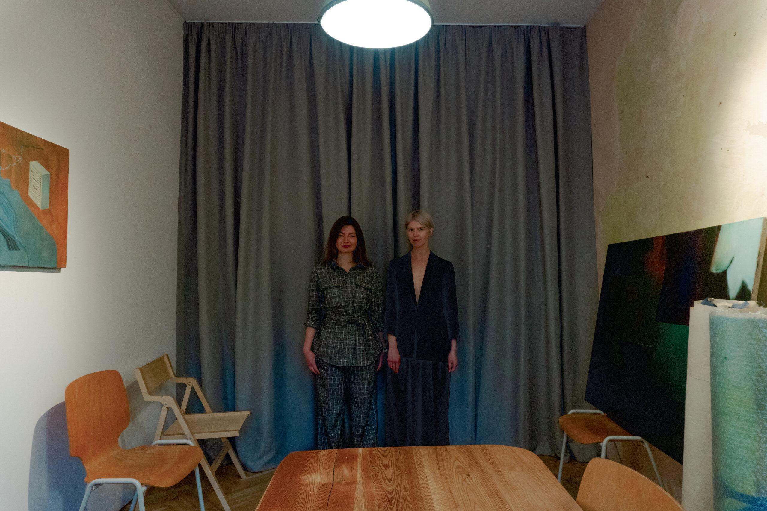 Лізавета Герман та Марія Ланько в галереї The Naked Room