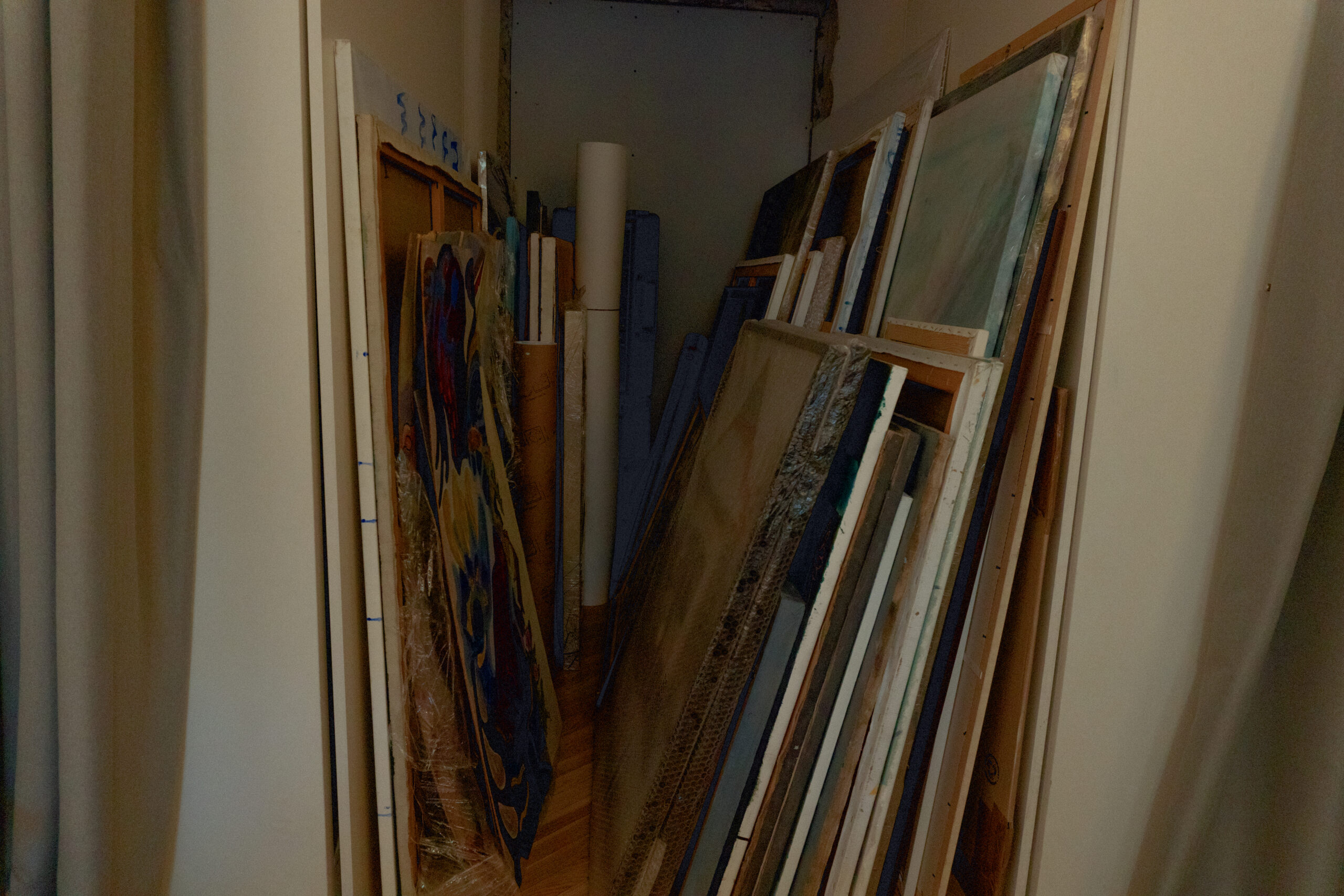 у галереї The Naked Room
