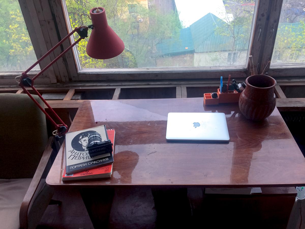 Робочий стіл Лесі Хоменко у майстерні