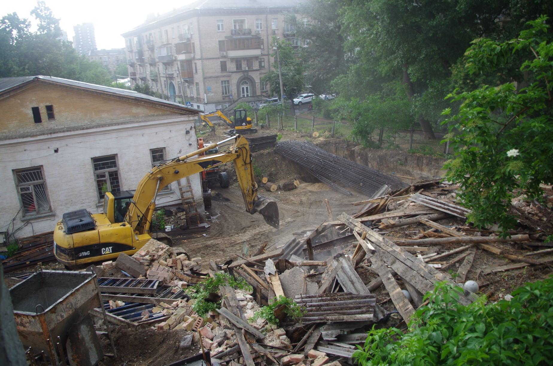 У Києві біля садиби Барбана повністю зруйнували флігель