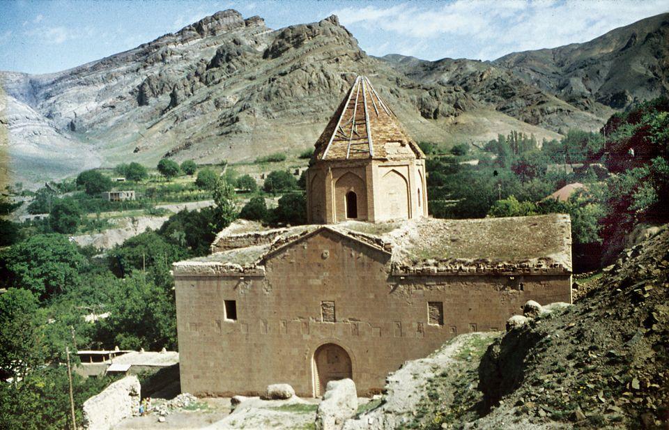 Розсекречені супутникові знімки демонструють зникнення вірменських церков