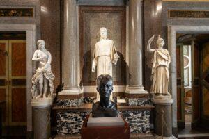 В Італії Герста виставили на одній виставці з Караваджо