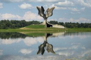Не наша спадщина: югославські споменікив ландшафтах пам'яті