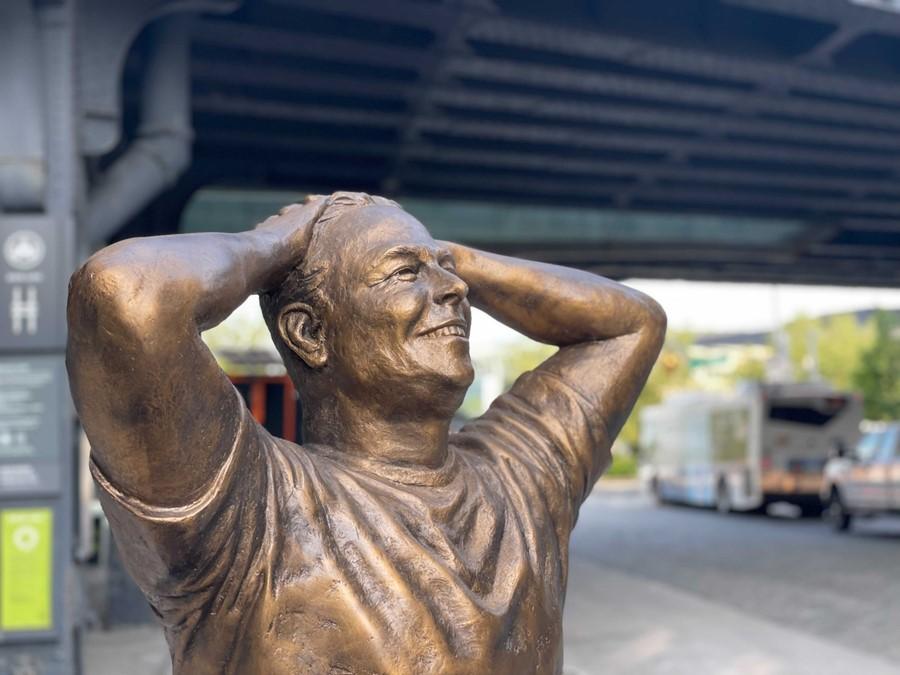 У Нью-Йорку встановили статую Ілона Маска, що стало причиною мемів