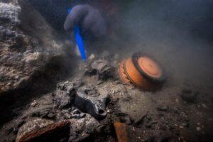 У Єгипті в підводному місті водолази знайшли стародавній бойовий корабель