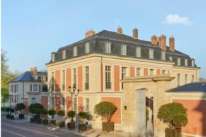 Відпочинок по-королівськи: тепер можна орендувати ніч у Версальському палаці