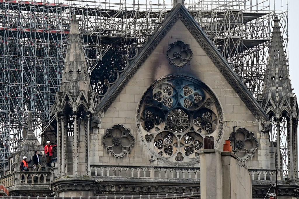 Сім'ї, які живуть біля Собору Паризької Богоматері, скаржаться на реконструкцію будівлі
