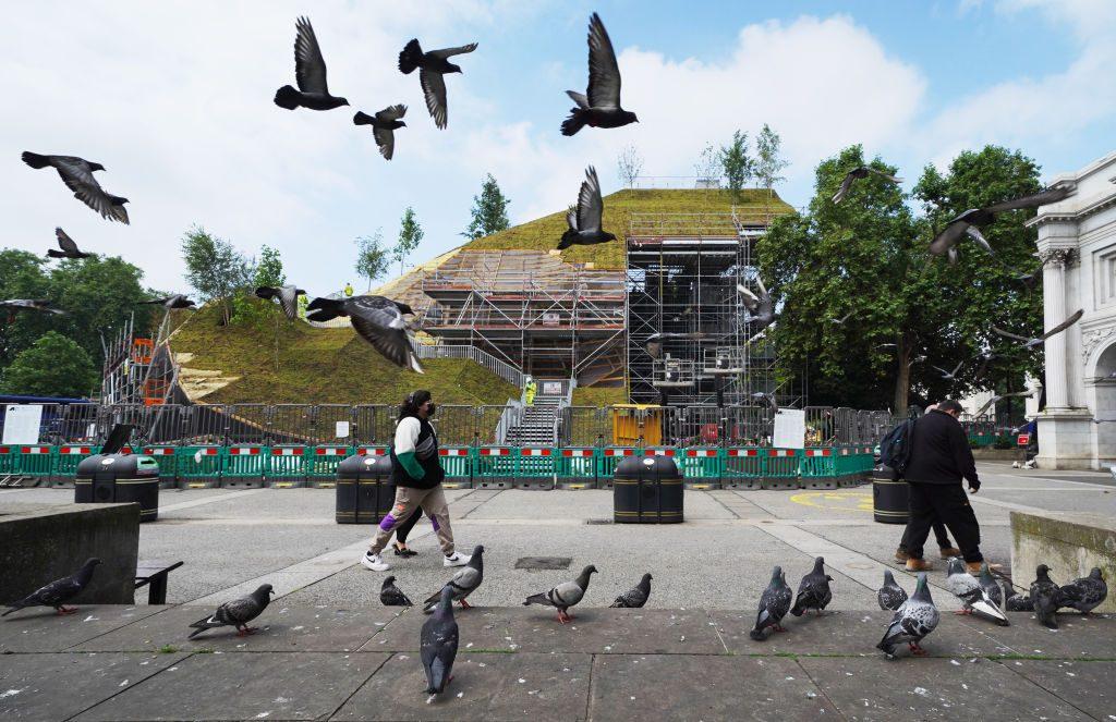 У Лондоні всі, хто відвідав новий артцентр на Оксфорд стріт, отримають повернення за квиток