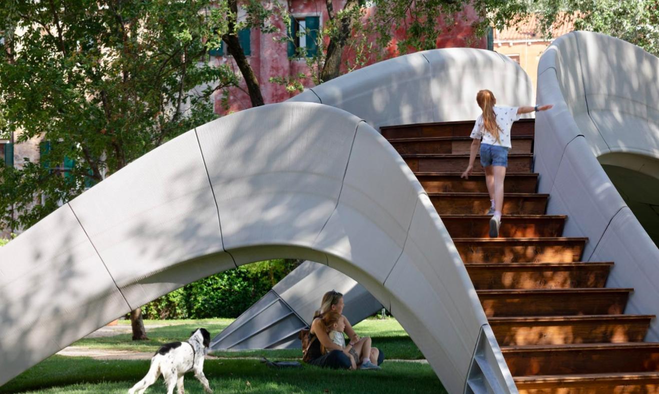 У Венеції встановили бетонний міст, надрукований на 3D-принтері від Zaha Hadid Architects
