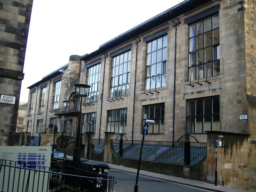 У Шотландії учні мистецького факультету хочуть подати в суд на університет