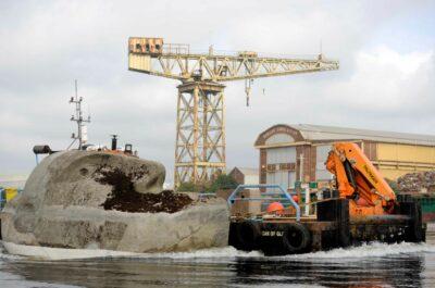 У Глазго скульптура «Плавуча голова» знову опиниться у воді після реставрації