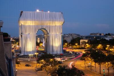 В Парижі Тріумфальну арку огорнули в тканину — це був останній проєкт Христо і Жанни-Клод