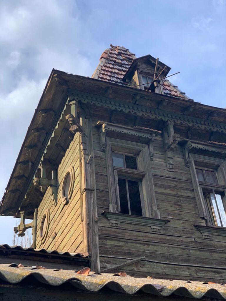 Інтер'єр та дерев'яна вежа рятувальної станції. Фото: Жанна Кадирова