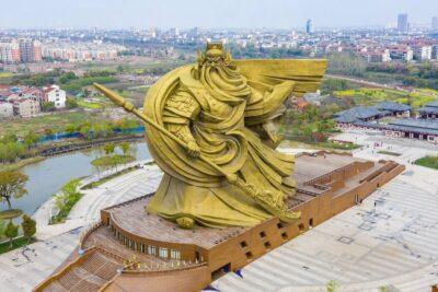У Китаї гігантську скульптуру перенесуть за 24 мільйони доларів