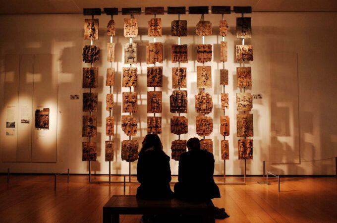 Бенінські бронзи в експозиції Британського музею. @artnet