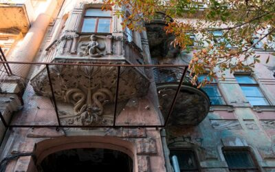 На Великій Житомирській почали реконструювати «будинок зі зміями та каштанами»