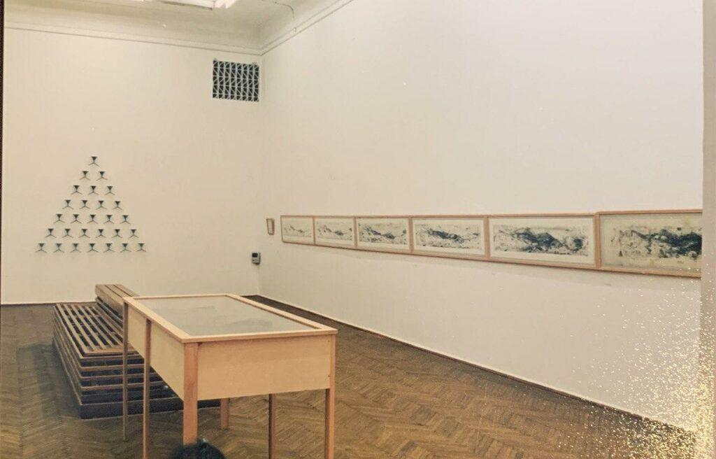 «Фонтан виснаження» та серія «Фонтан і дамба, історія Великої Повені» виставкa «UTOPIA. 1993—2003», НХМУ, Київ, 2003