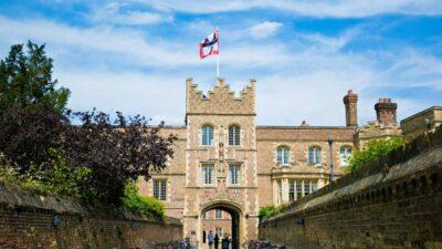 Коледж Кембридзького університету став одним з перших британських інститутів, які повернули бронзу Нігерії