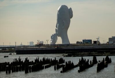 На набережній Гудзону встановили скульптуру «Душа води»