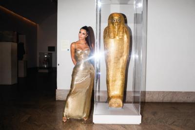 Кім Кардашьян випадково допомогла повернути вкрадений золотий саркофаг у Єгипет